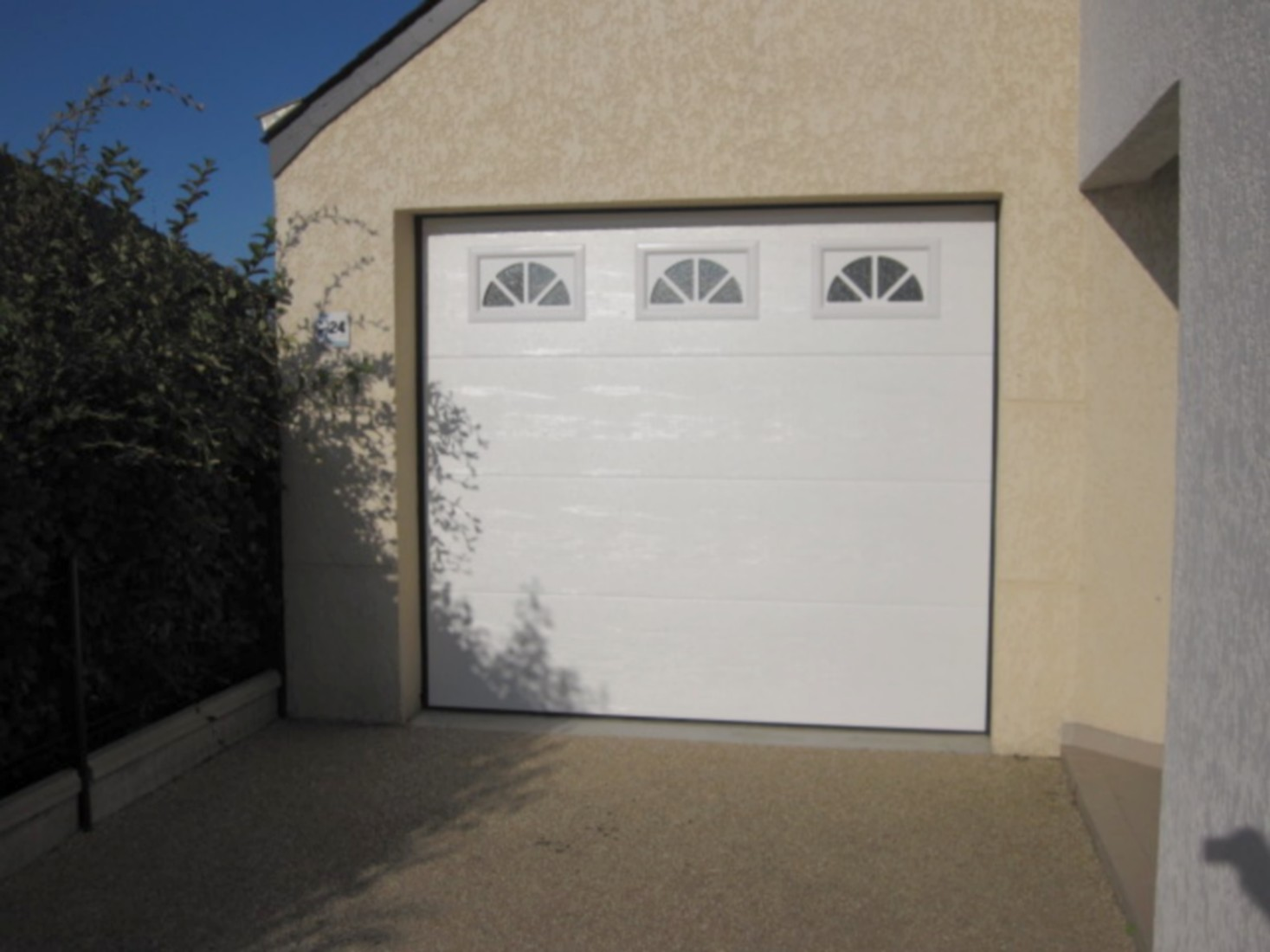 Porte De GarageBoreal OuverturesLe HezoVannes - Porte de garage sectionnelle avec panneau de porte pvc