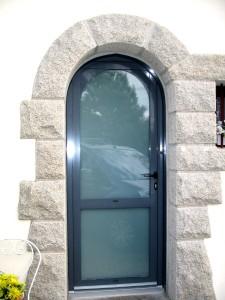 Porte d'entrée aluminium forme cintré vitrage opale