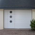 Porte de garage sectionnelle plafond avec portillon intégré